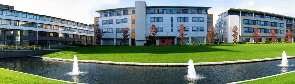 Warwick_university_buildings_panoramic_-_Manufacturing_and_CS_and_Maths